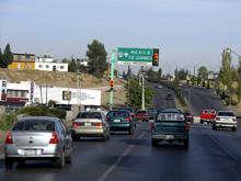 В Алматы Газель занесло на мокрой дороге и она врезалась в Мицубиси