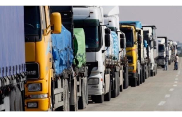 Российские таможенные посты покидают перевозчики из РК
