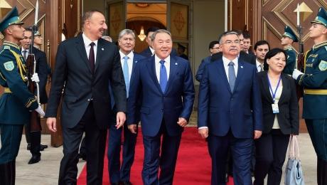 Участники саммита тюркоязычных государств посетили театрализованное представление