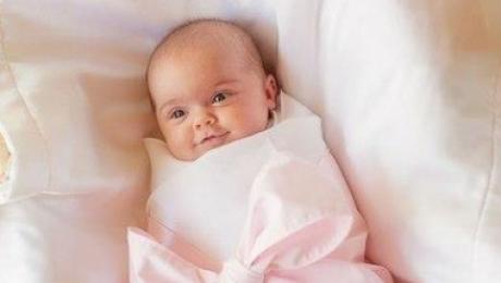 В Павлодаре женщина родила в уличном туалете