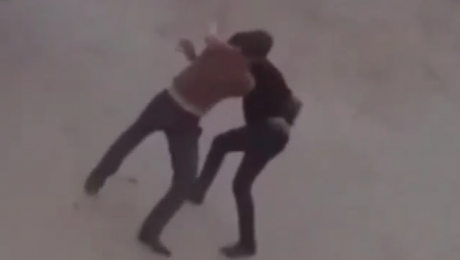 Видео жестокого избиения мужчины попало в сеть