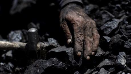 Рабочего насмерть засыпало горной массой на шахте в Акмолинской области