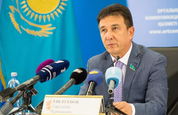 Разбрасыванием этикеток с изображением флага Казахстана обеспокоен сенатор