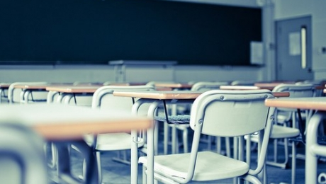 Из-за кризиса занятия в школах СКО начинают на час позже