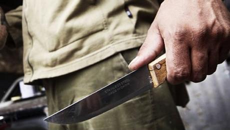 Напавший на женщину с ножом мужчина задержан