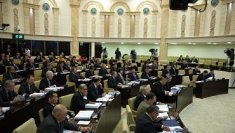 Сенат принял поправки в бюджет 2015 года с уменьшением расходов