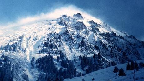В горах Алматы и области сохраняется опасность схода снежных лавин