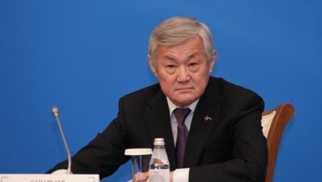 Продлены полномочия акима Актюбинской области Б. Сапарбаева