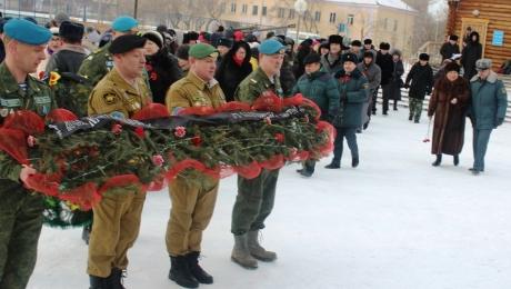 Военнослужащие ВС РК приняли от РФ символ подвига героев-панфиловцев
